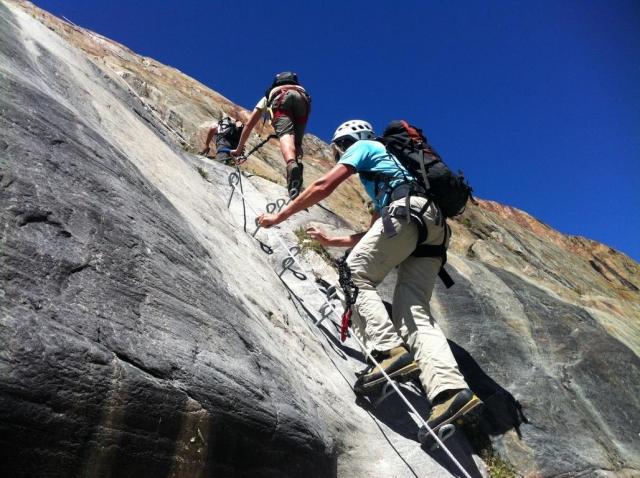 Klettersteigset Montieren : Familienklettersteig anenhütte lötschental berghütte lötschlücke